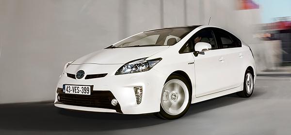 Toyota отзывает 625 тысяч Prius из-за сбоя программного обеспечения